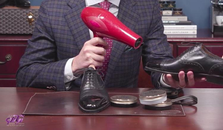 رفع چروک کفش چرم و نرم کردن آن با استفاده از سشوار
