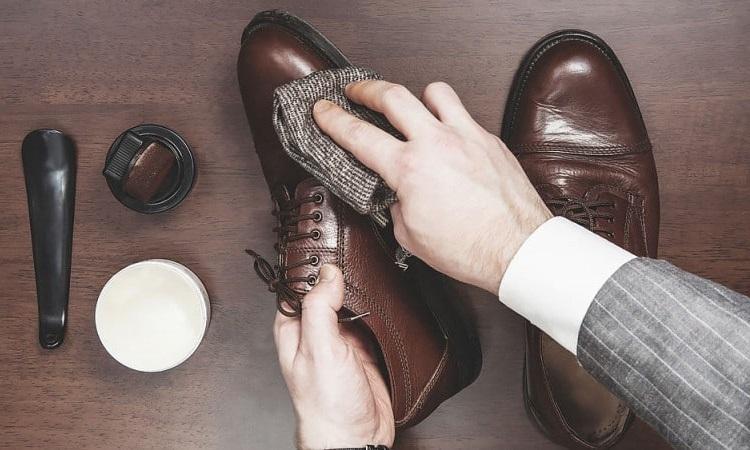آموزش تمیز کردن و واکس زدن کفش مردانه